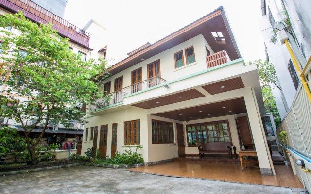 Отель Chan Guest Villa Бангкок вид на фасад