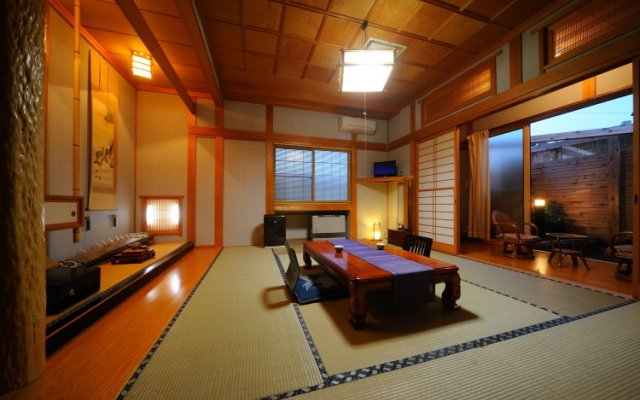 Отель Kamikita Sakura Onsen Мисава комната для гостей