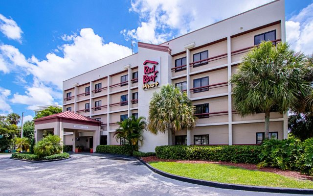 Отель Red Roof Inn PLUS+ Miami Airport вид на фасад