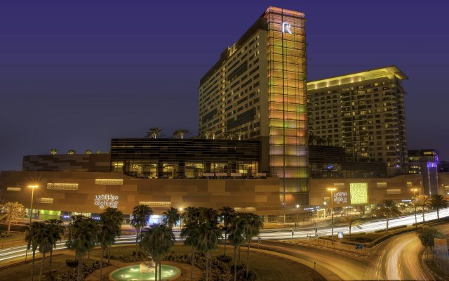 Отель Swissotel Al Ghurair Dubai Дубай вид на фасад