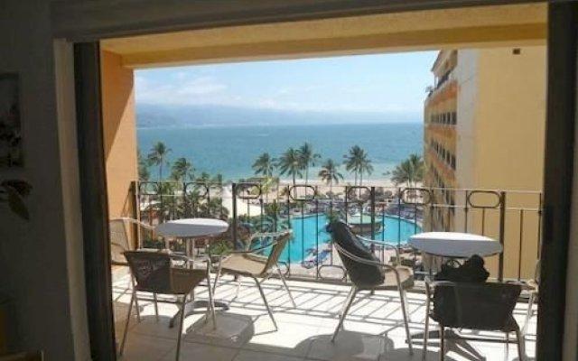 Отель Pacific View Vallarta Condo 1042 комната для гостей