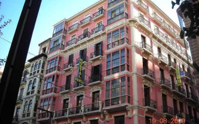 Отель Hostal Sonia вид на фасад