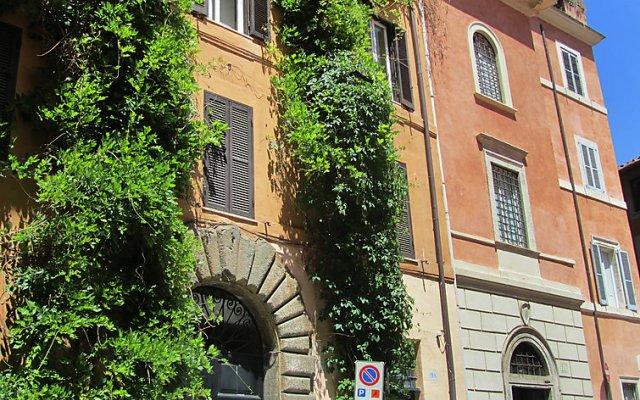 Отель Pantheon Charming Attic Рим вид на фасад
