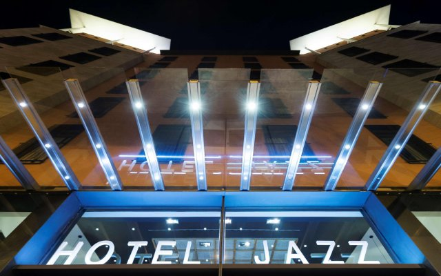 Hotel Jazz вид на фасад