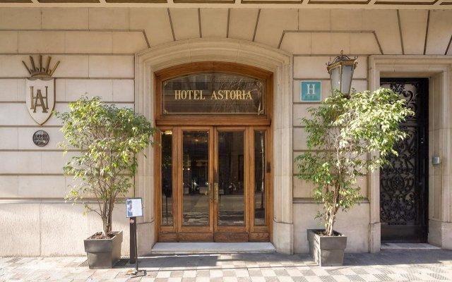 Astoria Hotel вид на фасад