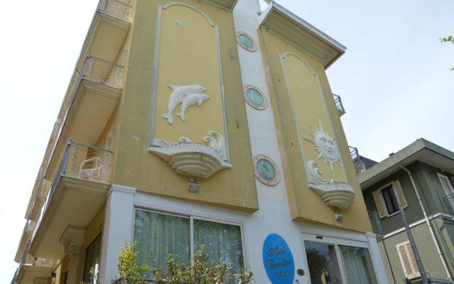 Отель Carolin Италия, Римини - 1 отзыв об отеле, цены и фото номеров - забронировать отель Carolin онлайн вид на фасад
