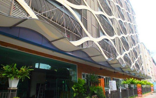 Отель Curve Boutique Pattaya вид на фасад