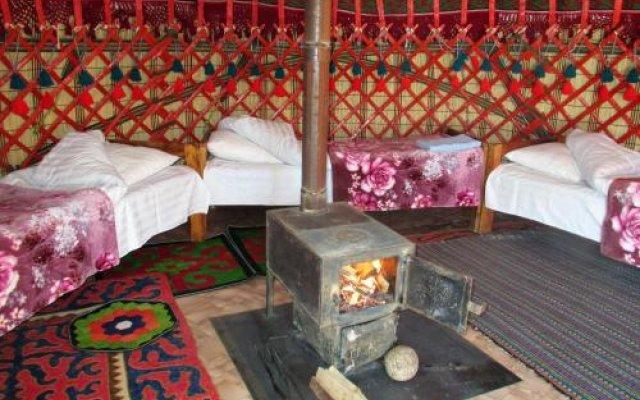 Отель Happy Nomads Yurt Camp Кыргызстан, Каракол - отзывы, цены и фото номеров - забронировать отель Happy Nomads Yurt Camp онлайн комната для гостей