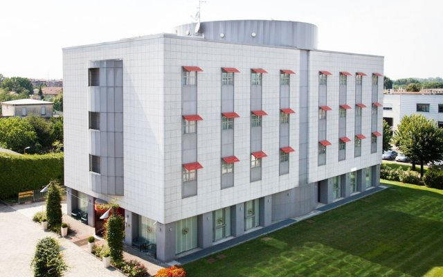 Hotel Senator Горгонцола вид на фасад