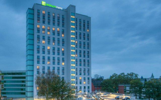 Отель Holiday Inn Express Cologne - City Centre Кёльн вид на фасад