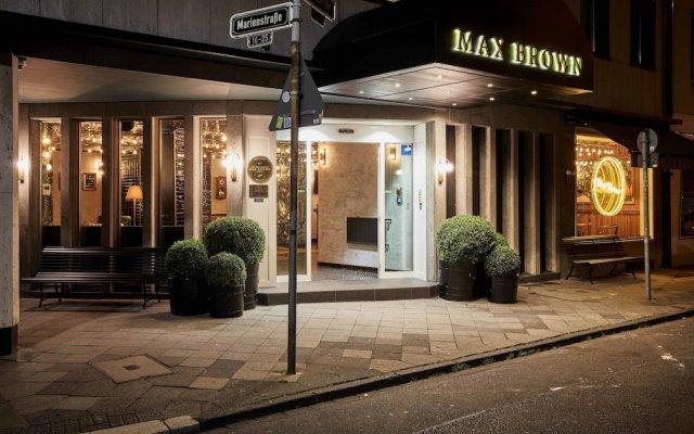 Отель Max Brown Midtown Дюссельдорф вид на фасад