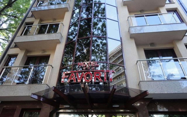 Favorit Hotel вид на фасад