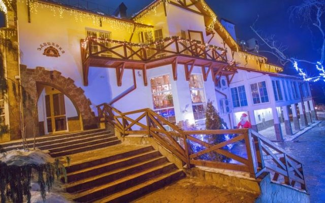 Гостиница Здыбанка вид на фасад