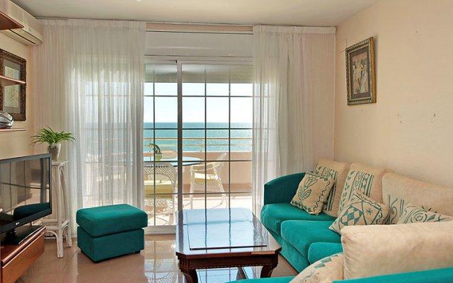 Отель Front Beach комната для гостей