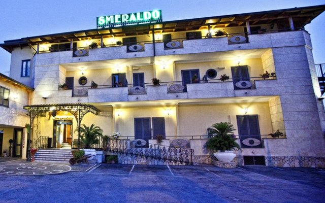 Hotel Smeraldo вид на фасад