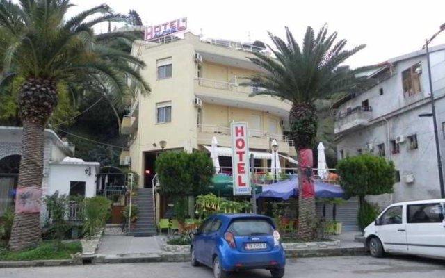 Alphine Hotel вид на фасад
