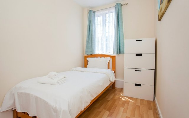 Отель 3Bed House 3 Minutes from Hoxton Station комната для гостей