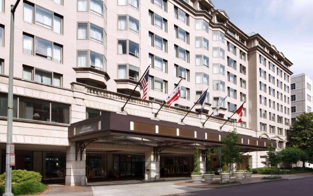 Отель Fairmont Washington, D.C., Georgetown вид на фасад