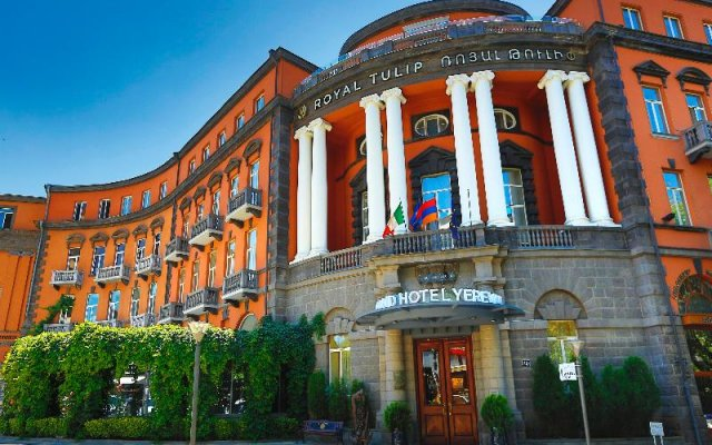 Royal Tulip Grand Hotel Yerevan вид на фасад