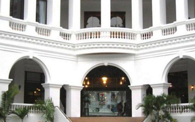 Отель Grand Sole Pattaya Beach Hotel Таиланд, Паттайя - отзывы, цены и фото номеров - забронировать отель Grand Sole Pattaya Beach Hotel онлайн вид на фасад