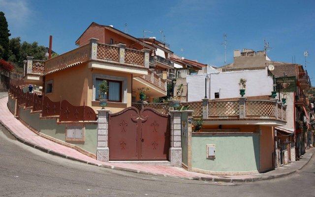 Отель B&B Villa Cristina Джардини Наксос вид на фасад