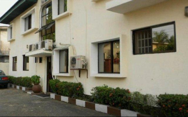 Отель Bv.Standard Executive Suite Нигерия, Калабар - отзывы, цены и фото номеров - забронировать отель Bv.Standard Executive Suite онлайн вид на фасад