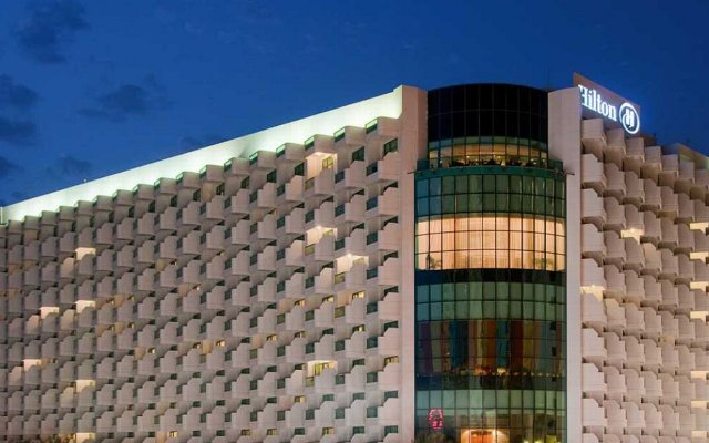 Отель Hilton Dubai The Walk вид на фасад