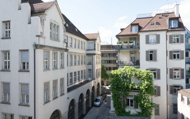 Отель Paradeplatz Apartment by Airhome Швейцария, Цюрих - отзывы, цены и фото номеров - забронировать отель Paradeplatz Apartment by Airhome онлайн комната для гостей