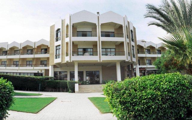 Отель Regina Swiss Inn Resort & Aqua Park вид на фасад