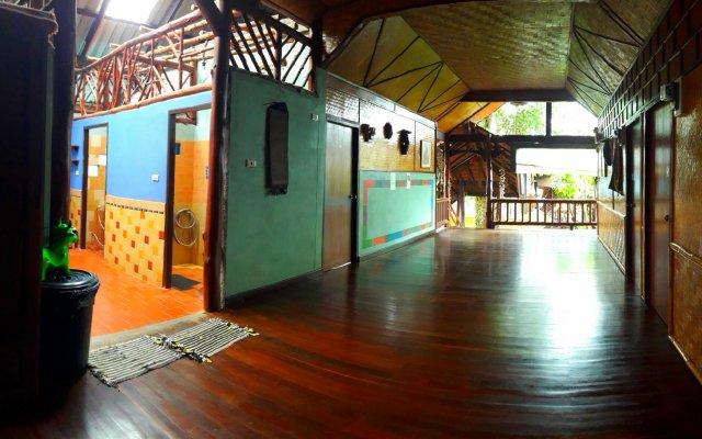 Отель Shanti Lodge Phuket вид на фасад