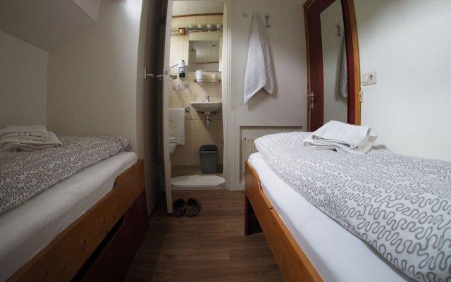 Отель Hotelboat Allure Нидерланды, Амстердам - отзывы, цены и фото номеров - забронировать отель Hotelboat Allure онлайн комната для гостей