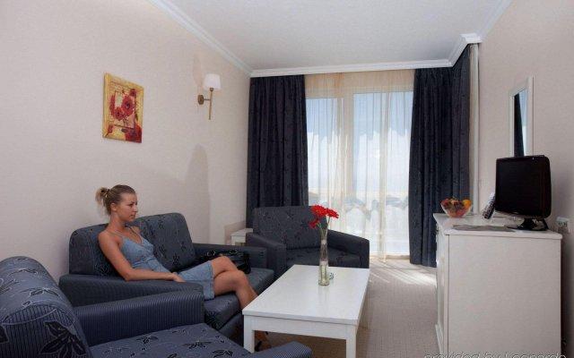 Отель Festa Pomorie Resort Поморие комната для гостей