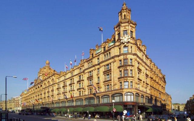 Отель Holiday Inn London Kensington Forum вид на фасад
