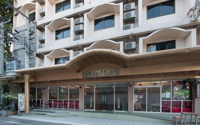 Отель Dream Town Pratunam Бангкок вид на фасад