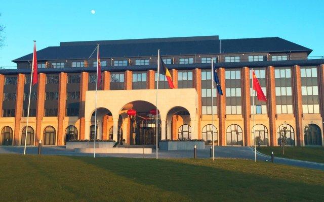 Tangla Hotel Brussels вид на фасад
