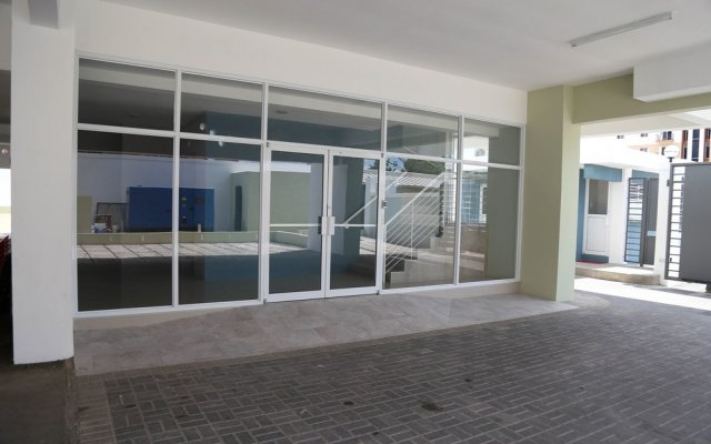 Отель Secure New Kingston Condo Ямайка, Кингстон - отзывы, цены и фото номеров - забронировать отель Secure New Kingston Condo онлайн вид на фасад
