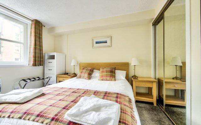 Отель Charming Grassmarket Apartment with Castle View Великобритания, Эдинбург - отзывы, цены и фото номеров - забронировать отель Charming Grassmarket Apartment with Castle View онлайн комната для гостей