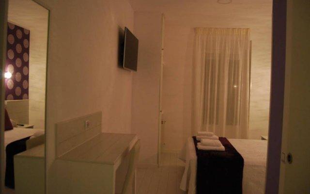 Отель Hostal Atelier Испания, Мадрид - отзывы, цены и фото номеров - забронировать отель Hostal Atelier онлайн комната для гостей