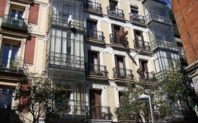 Отель Hostal Abril вид на фасад
