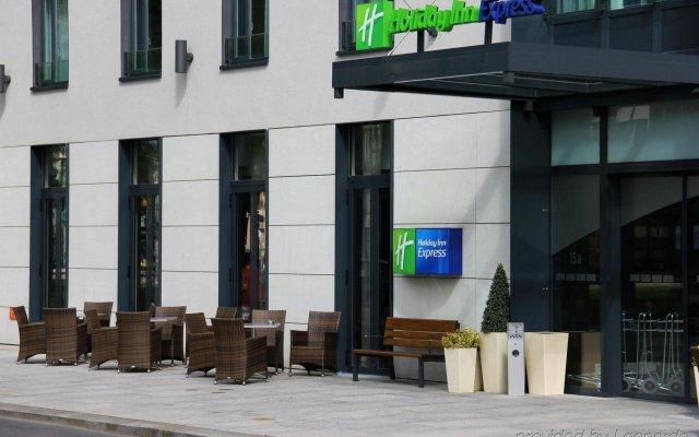 Отель Holiday Inn Express Dresden City Centre Германия, Дрезден - 14 отзывов об отеле, цены и фото номеров - забронировать отель Holiday Inn Express Dresden City Centre онлайн вид на фасад