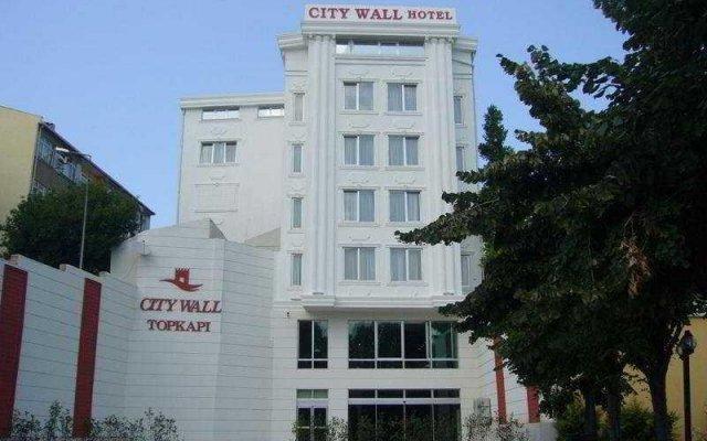 City Wall Hotel вид на фасад