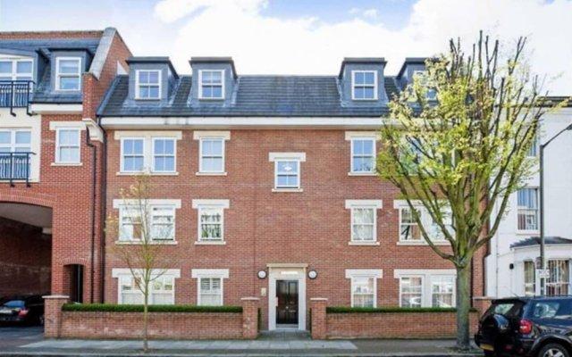 Отель Modern 1 Bedroom Flat in Battersea вид на фасад