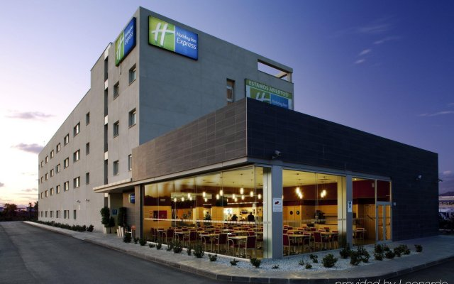 Отель Holiday Inn Express Malaga Airport вид на фасад