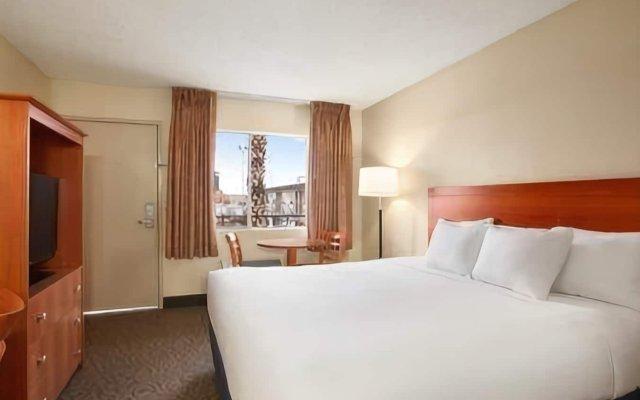 Отель Days Inn Las Vegas at Wild Wild West Gambling Hall США, Лас-Вегас - 8 отзывов об отеле, цены и фото номеров - забронировать отель Days Inn Las Vegas at Wild Wild West Gambling Hall онлайн комната для гостей