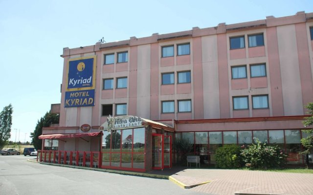 Hotel Kyriad Orly Aéroport Athis Mons вид на фасад