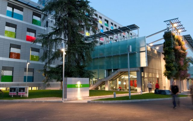 Отель Camplus Living Bononia вид на фасад