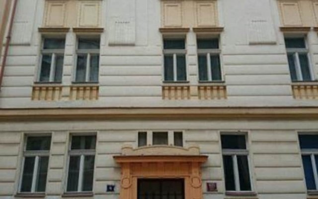 Отель Prague's Rainbow Guest House вид на фасад
