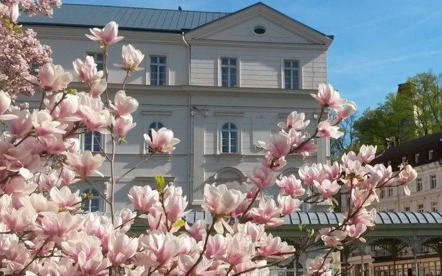 Lázenský hotel Sadový Pramen вид на фасад