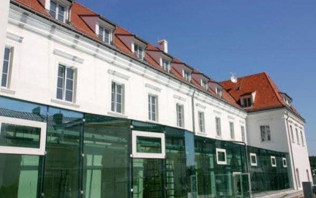 Das Reinisch Bed & Breakfast Hotel Vienna Airport Вена вид на фасад