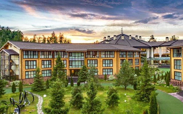Гостиница LES Art Resort в Дорохово отзывы, цены и фото номеров - забронировать гостиницу LES Art Resort онлайн вид на фасад